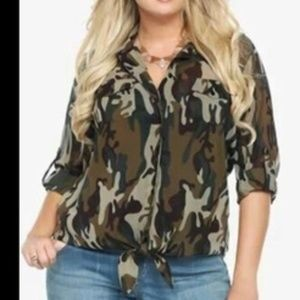 Torrid 4 Top Green Camo Sheer Knotted Front